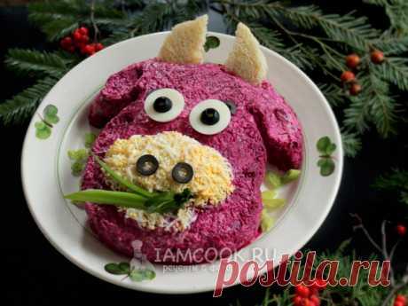 Салат «Селедка под шубой» на Новый год Быка 2021 — рецепт с фото Популярный салат в тематическом оформлении, любимая «Селедка под шубой» в виде символа 2021 года — Быка.