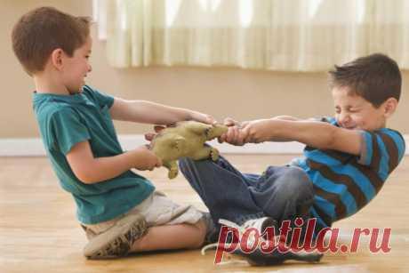 Ребенок не делится игрушками. Что делать?