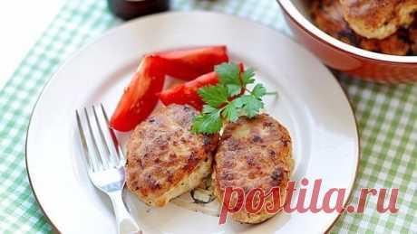 Диетические котлеты, которые можно есть перед сном! на 100грамм - 43.4 ккалБ/Ж/У - 3.31/1.4/4.3  Ингредиенты: Фарш из курицы 200 г 1 крупная морковь 1 маленький кабачок 1 белок 1 лук Специи по вкусу  Приготовление: Натереть морковь, кабачок и лук на крупной терке, перемешать с фаршем, яйцом и специями. Слепить мокрыми руками котлетки и запечь в духовке при 180° до золотистого цвета (минут 20-40 в зависимости от размера).  Приятного аппетита!