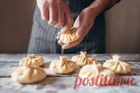 Ароматные грузинские хинкали: рецепт от Шефмаркет Известное во всем мире блюдо традиционной грузинской кухни – хинкали. Рецепт пошаговый с фото сделает процесс лепки простым и увлекательным.