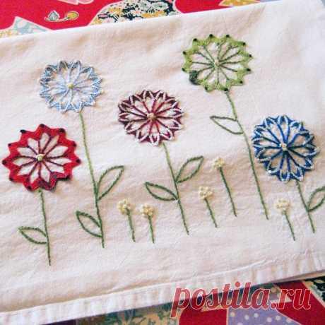 Как вышить цветы с тесьмой вьюнчиком