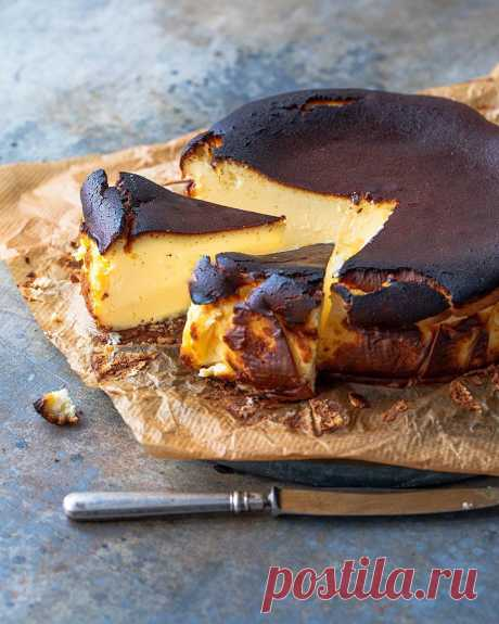 Это надо пробовать! Готовим баскский сожженный чизкейк — идеал во всех отношениях! Если вы любите чизкейки, вы не сможете пройти мимо этого рецепта! Фуд-блогер Агния уверяет, что при всей неказистости данного десерта, вкус и консистенция у него невероятная, а готовить его до неприличия просто. Предлагаем попробовать прямо сегодня — воскресенье же!