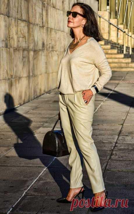 Пусть все женщины 50+ выглядят именно так. Супер образы в брюках | Мне 50 | Яндекс Дзен