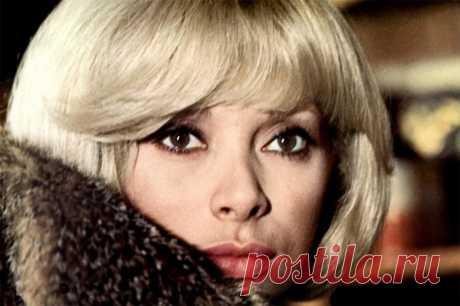 Мирей Дарк. Звезда комедии «Высокий блондин в чёрном ботинке» и возлюбленная Алена Делона