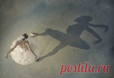 Таинство балета в фотографиях Марка Олича Марк Олич в своих фотографиях представляет удивительный взгляд на балетное искусство, показывая не только его волшебную красоту, но и тяжёлый труд людей, преданных танцу.