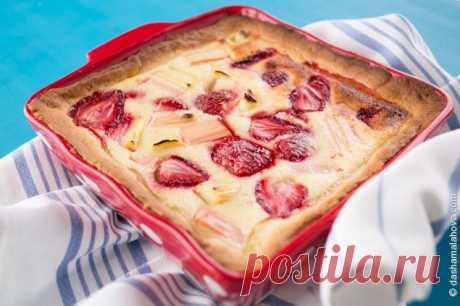 Рецепт «Пирог с ревенем и клубникой »
