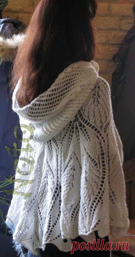 Белая накидка с капюшоном от девушки Ната.