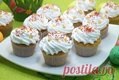 Пасхальные кексы Маленькие нежные пасхальные кексы с белоснежными «шапочками» украсят ваш пасхальный стол.