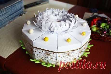 The paper cake with candies decorated camomile wishes \/ Knitting as art!