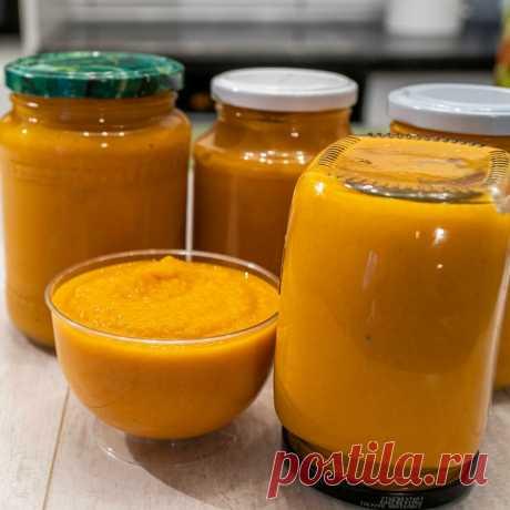КАБАЧКОВАЯ ИГРА КАК В МАГАЗИНЕ Ингредиенты для приготовления икры:кабачки, 1 кг.морковь, 2 шт.лук репчатый, 2-3 шт.растительное масло, 1/2 стаканапаста томатная, 1/2 стаканадушистый перец горошком, 12 шт.сахар, соль и перец по вкусуВымытые начисто кабачки, вытираем полотенцем и режем на мелкие кубики. Затем обжарить на...