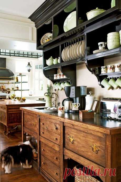 Кухня в классическом деревенском стиле, без причуд и особых изысков. А до чего хороша!