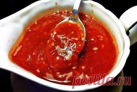 Самые вкусные соусы  1. Сацебели  Ингредиенты:  ● Томатная паста (густая) — 200 г ● Вода — 200 г ● Кинза — 2 пуч. ● Чеснок — 4-5 зуб. ● Аджика (не соус, а приправа в баночке) — 1 ч. л. ● Уксус (столовый) — 1 ч. л. ● Соль (по вкусу) — 1 ч. л. ● Перец чёрный (молотый) — 0,25 ч. л. ● Хмели-сунели — 1 ст. л.  Приготовление:  Режем кинзу мелко, добавляем к зелени чеснок, продавленный через чеснокодавилку, столовую ложку с верхом хмели-сунели, уксус, перец и аджику....
