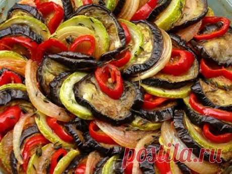 5 очень вкусных блюд из баклажан. Баклажаны - очень полезный продукт, а если приготовить его правильно, то ещё и очень вкусный! Кушанья из этих овощей действительно вкусны, питательны и очень полезны! Лазанья с баклажанами Ингредиенты: Баклажаны – 800 гр. Говяжий фарш – 500 гр. Томатная паста – 500 гр. Моцарелла – 100 гр.