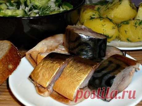 Well very tasty mackerel of house preparation!\u000a\u000aAt a mackerel to cut off the head and a tail, to clean interiors, to wash out.\u000aTo make marinade (on 4 fishes):\u000a\u000aTo add to 1 liter of water:\u000a- 3 tbsps of salt., \u000a- 2 tablespoons of sugar,\u000a- 2 handfuls of an onions peel,\u000a- 2 tbsps of tea (dry tea leaves). \u000a\u000aTo boil a brine, to cool and fill in with it a mackerel. \u000aTo clean in the refrigerator for 3 days.