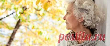 Травы при климаксе.  Климакс (менопауза) - это период в жизни женщины (обычно в районе 50 лет), когда происходить угасание функции иметь детей.  Обычно этот процесс протекает более-менее спокойно, но некоторые женщины в силу индивидуальных особенностей организма переносят климакс очень тяжело. Происходят скачки давления, сердцебиения, потливость, появляются частые смены настроения, нервозность и нарушения сна. Показать полностью…