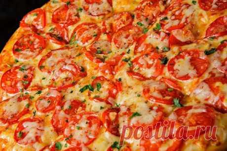 Пицца «Маргарита» с сыром по-домашнему  Ингредиенты: Тесто для пиццы 250-300 г. Сыр моцарелла 100 г. Показать полностью…