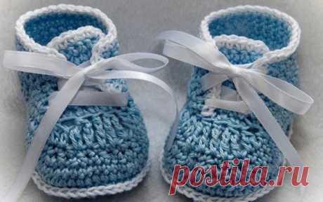 Вяжем правильные пинетки   Пинетки – первая обувь малыша. В период ожидания ребенка, будущие мамы часто сами вяжут пинетки (или просят мастеров связать детскую обувь на заказ). Но мало кто задумывается о том, что в выборе правильных «удобных» пинеток для малыша необходимо учитывать несколько параметров. Показать полностью…