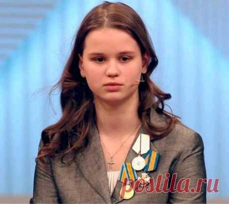 Знаете кто эта девочка? Не Бузова, не жена Джигарханяна, не… | Golbis