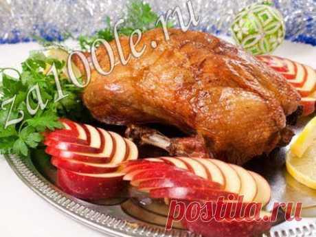 Запеченная утка, фаршированная квашеной капустой и яблоком видео рецепт