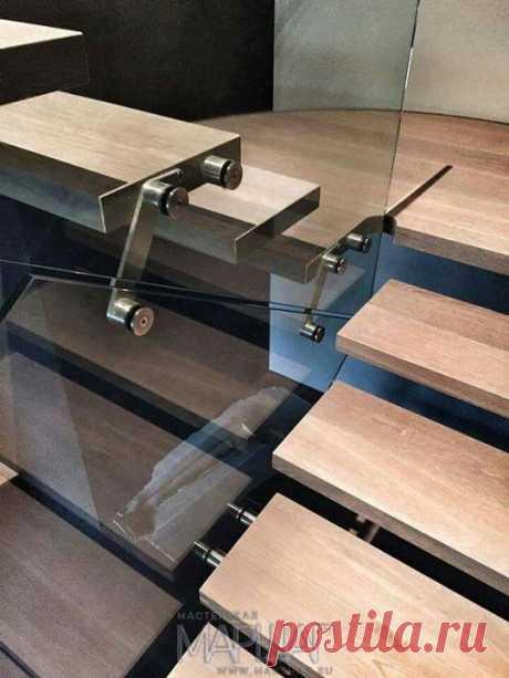 Изготовление лестниц, ограждений, перил Маршаг – Ограждения лестницы консольной стеклом