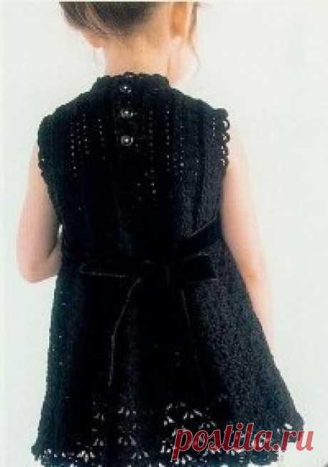 Стильное платье для девочки, вяжем крючком