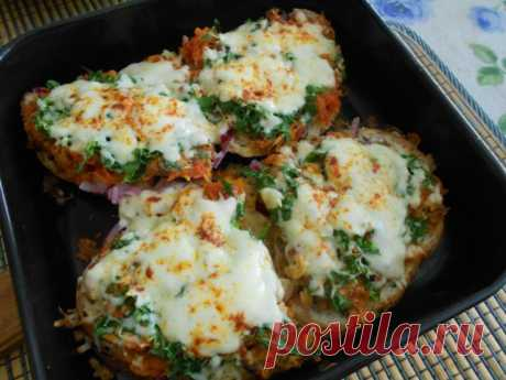 Los bocadillos calientes con el boquerón en el tomate | la cocina Rusa