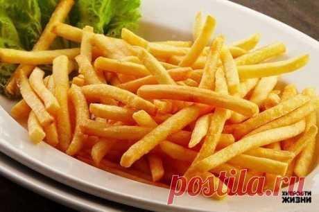 Как приготовить вкусный картофель фри в духовке.  Вам понадобится:  1. Картофель (2 кг) 2. Растительное масло (2 ст. ложки) 3. Паприка сладкая (2 ч. ложки) 4. Соль (1,5 ч. ложки)  Приготовление:  Картофель очистить и нарезать брусочками. В миске (или кастрюле) с высокими краями перемешать картофель, соль, паприку и растительное масло. Выстелить противень фольгой и выложить на него картофель. Разогреть духовку до 230-250 градусов и только тогда ставить картофель. Запекать к...