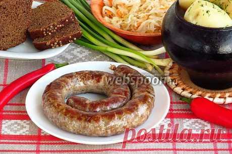 Колбаса крестьянская домашняя  Колбаса по-деревенски  Такую колбасу у нас в Беларуси называют «пальцем пиханая». Видимо, в далёкие времена, когда не было мясорубок, кишки наполняли фаршем вручную, и процесс этот был очень трудоёмким. Сейчас появились различные приспособления для набивки колбас, современные мясорубки, тщательно обработанные кишки. Однако, лучше воспользоваться механической мясорубкой, чтобы лучше контролировать весь процесс.  Делать колбасу лучше вдвоём. Од...