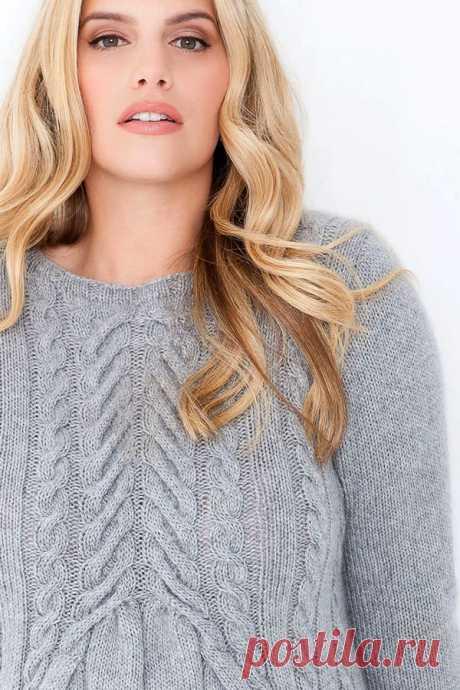 Мода PLUS. Светло-серый кашемировый пуловер с «косами». Вязание спицами со схемами и описанием