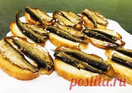 Бутерброды со шпротами - рецепт с фото пошагово