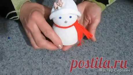 Посмотрите, как сделать снеговика из носка без нитки и иголки всего за 5мин