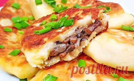 Картофельные пирожки с грибами на сковороде