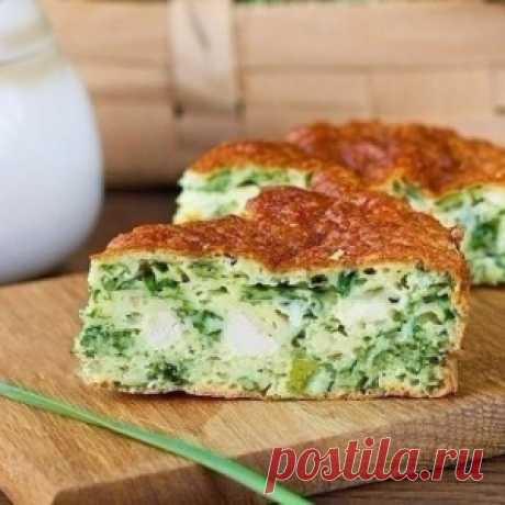 Безумно вкусно-нежный пирог с зеленым луком, курицей и сырной корочкой