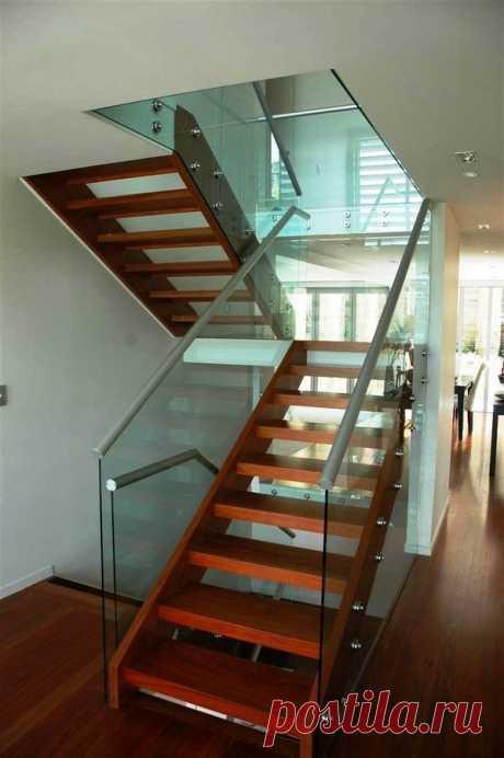 Коллекция красивых лестниц из стекла