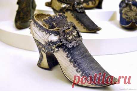 Когда появились первые туфли на каблуке и шпильке? | Интересные идеи для вдохновения Существует мнение, что каблуки впервые изобрели в средневековой Европе. Однако на самом деле этот элемент впервые появился среди брутальных монгольских всадников, для которых каблук имел исключительно практическое, а не эстетическое применение. Ведь он препятствует выскальзыванию ноги из...
