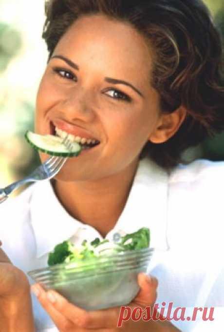 Как ускорить сжигание жиров в организме? Удивляло ли вас когда-нибудь, что ваша подруга может съесть, к примеру, лишний кусок торта абсолютно без всякого вреда для своей фигуры, тогда как любая ложка мороженного, съеденная вами, немедленно откладывается лишним сантиметром на бедрах? Причина такой разницы кроется в метаболизме...