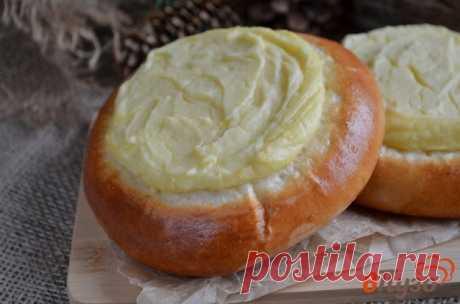 Ватрушки с картофелем - пошаговый рецепт с фото Все привыкли, что ватрушки готовятся из сладкого сыра. В данном случае сыр заменяется картофельной начинкой, что превращает традиционную выпечку в прекрасные мини-пирожки. Сытно и очень вкусно!
