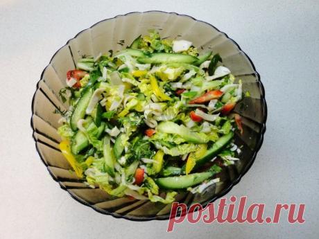 Салат с консервированными кальмарами и пекинской капустой