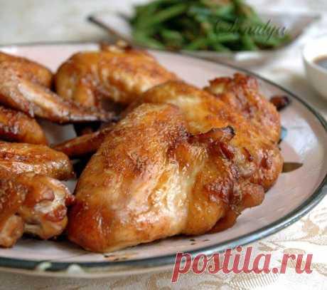 Китайские куриные крылышки в оригинальном соусе    Пальчики оближешь!          Ингредиенты: 16 больших куриных крылышек5-6 больших зубчиков чеснока, мелко нарезать/натереть125 мл соевого соуса125 г темного коричневого сахара2 ст.л. белого винного у…