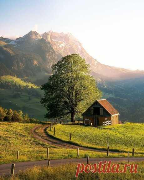 Домик на холме. Аппенцелль, Швейцария