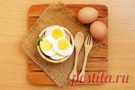Белковая и яичная диета  Диетологи утверждают, что все лишние килограммы – это результат неправильно составленного рациона питания, в котором углеводы заменяются белками. На белки тратится больше сил, а значит и калорий сжигается больше.  Меню на день должно состоять из 10% углеводов, 60% белков животного происхождения, 20% белков растительного происхождения, а остальное – жиры.  Большое количество белка животного происхождения находится в яйцах, мясе индейки, курицы, к...
