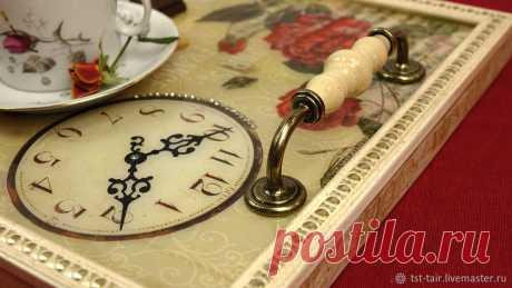 Мастерим винтажный поднос из деревянной доски и эпоксидной смолы – Ярмарка Мастеров