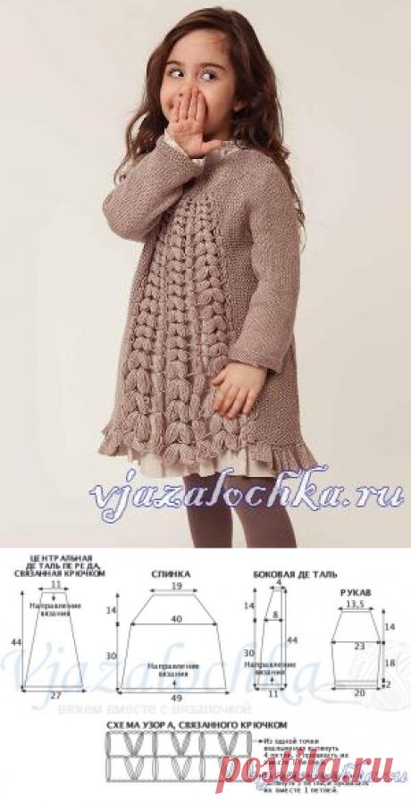 Теплое платье для девочки спицами