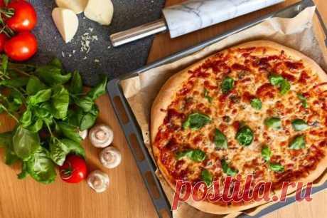 Правильное тесто для пиццы и 10 вкусных начинок - БУДЕТ ВКУСНО! - медиаплатформа МирТесен Пицца — один из столпов итальянской кухни. Этот открытый пирог с разнообразными начинками так популярен в мире, что трудно представить, с чем он мог бы конкурировать. Но парадокс: всякий раз, когда нам хочется пиццы, мы набираем номер службы доставки или отправляемся в пиццерию. А ведь сделать