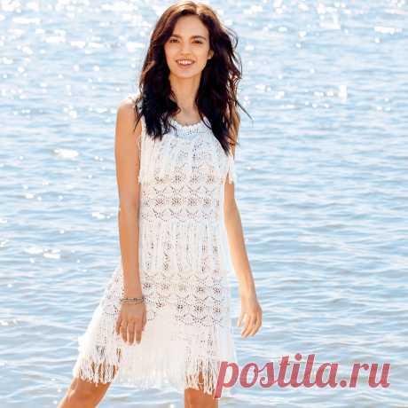 Белое ажурное платье с бахромой