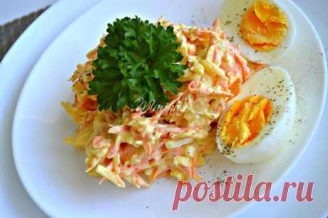 ¡La ensalada francesa con la zanahoria y el queso — preparen más!