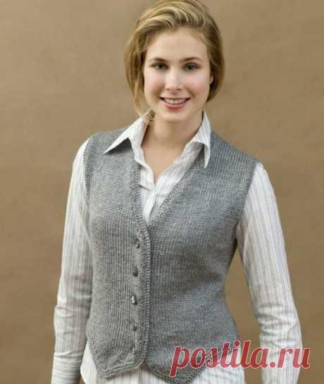 Жилет, связанный спицами - одежда для деловых дам!