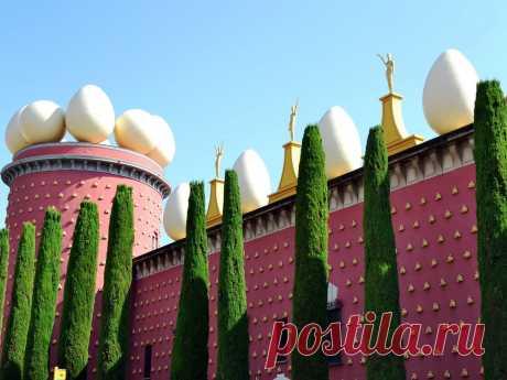Экскурсия в Фигересе, посещение театра-музея художника Сальвадора Дали | Туризм в Испании Экскурсия по достопримечательностям Фигераса - посетите театр, музей и замок с гидом в Фигересе, вас ждут экспонаты Сальвадора Дали и захватывающее возвращение к истории