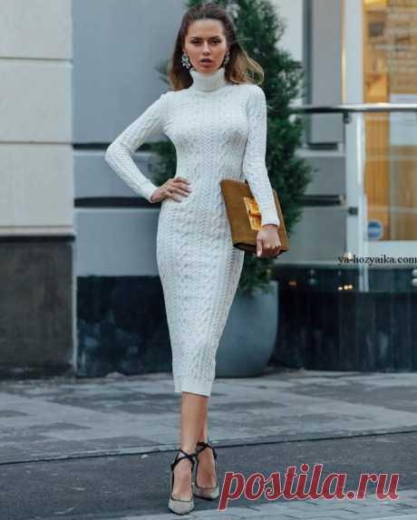 Модное платье спицами узором из кос. Вязаное спицами платье от Виктории Бони
