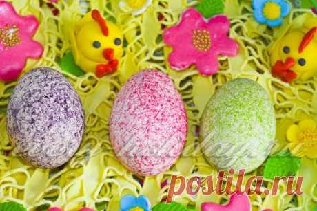 Покраска яиц с помощью риса